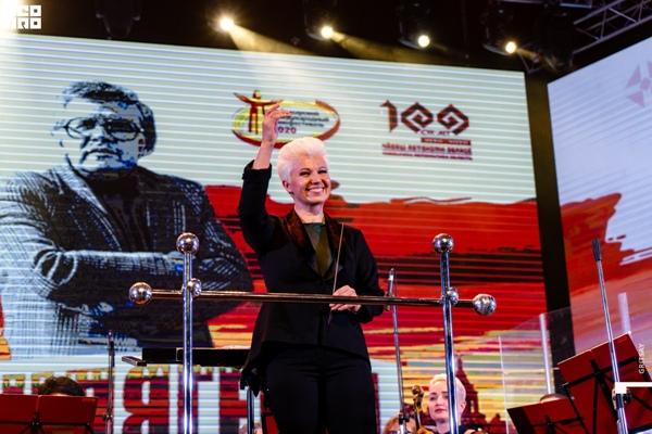 Дирижер Чувашской государственной академической симфонической капеллы, заслуженный деятель искусств Чувашской Республики Наталья Яклашкина