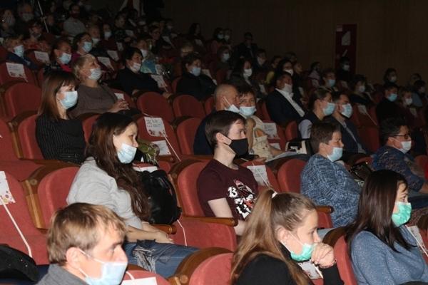 Социальная дистанция на концерте «Релакс в большом городе»
