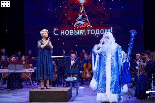 Ну, и какое же новогоднее чудо без главного волшебника – Деда Мороза?