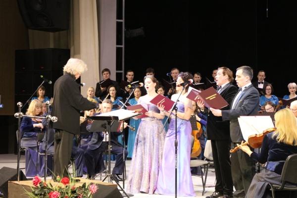 Месса ре мажор, Kyrie, Agnus Dei написанную Бетховеном для 4-х солистов, хора и оркестра