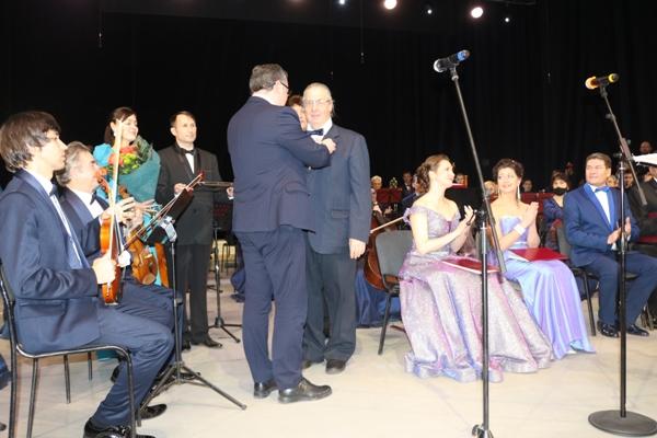 Награждение памятной медалью «100-летие образования Чувашской автономной области»